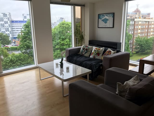 Bright and Modern Double Room with Friendly Host