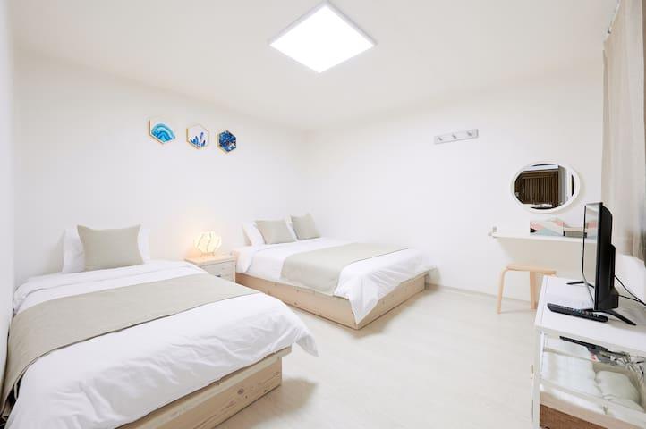 (R#6) 5mins fm Hongdae stn Exit3 - Budget lodging
