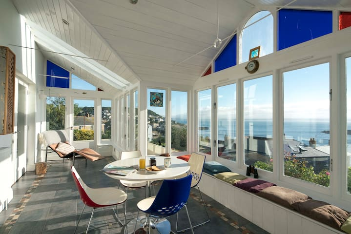 Detached seaside house with panoramic sea views