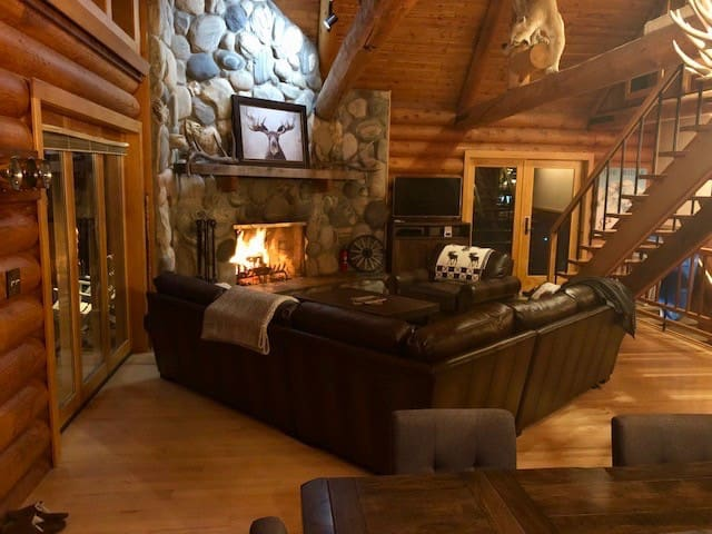 Garibaldi Lodge-Ski in/out Luxury at Bridger Bowl