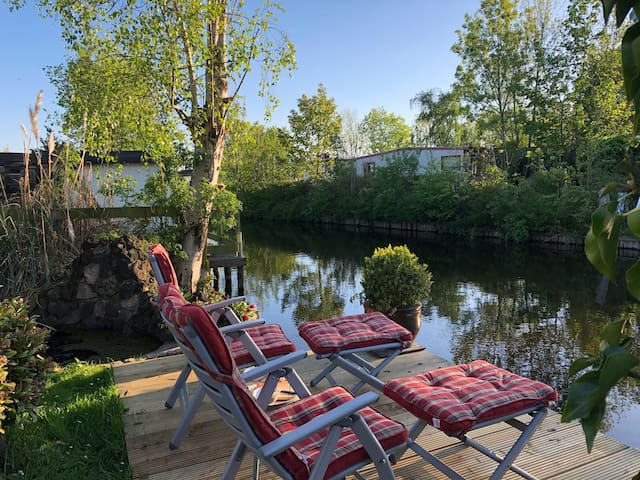Private Lake Cottage near Amstedam + Free Parking