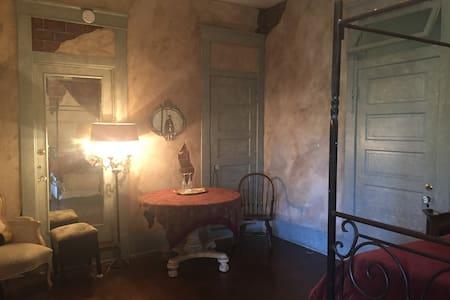 Phil's Room - Conroe