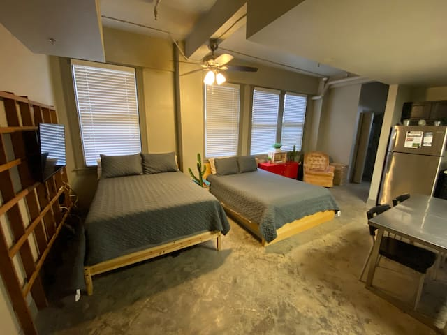 DOWNTOWN LOFT NEAR BEACH 2 BEDS!