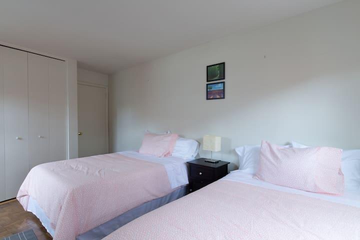 Homey 2bedroom,less than 5 mins walk2metro,parking
