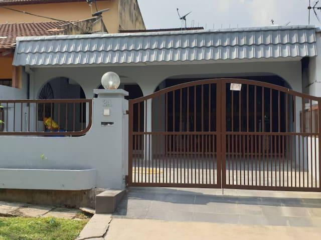 Single storey house near Bangsar nightlife