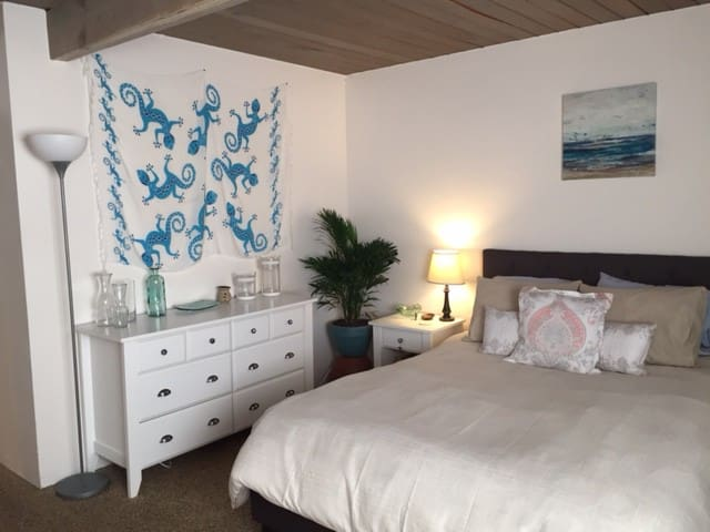 Private Bedroom in Charming SB Neighborhood