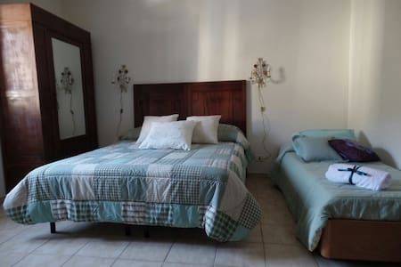 Spacious Room in a relaxing  Tuscanian countryside - Castellina Marittima - Дом