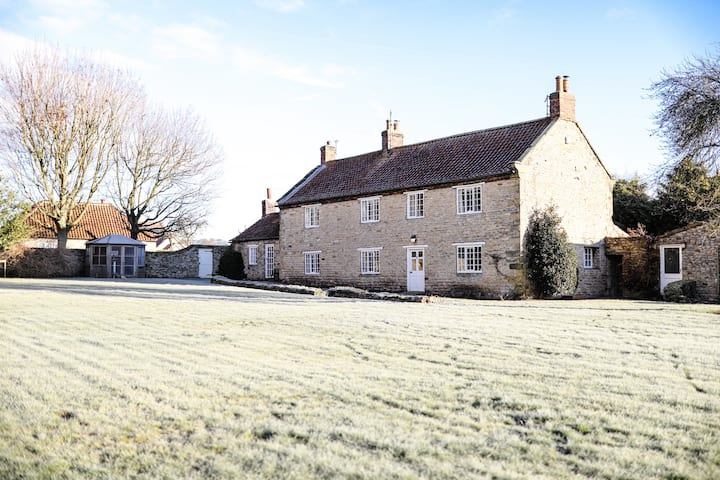 Cosy Grade || Listed Cottage- Close to Scarborough