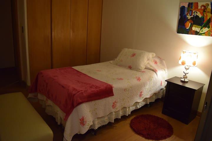 Acogedora habitación Las Condes Metro Manquehue 2