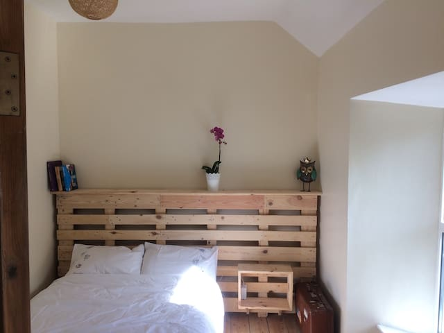 Private Double Room close to the Prom in Salthill