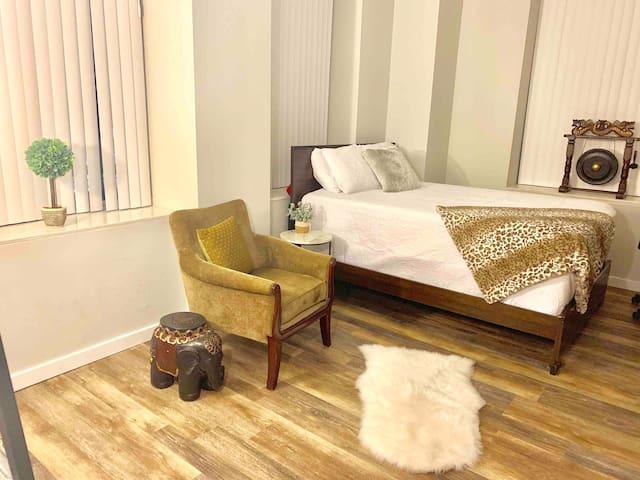 2 BEDROOM 2 BATH ENTIRE PRIVATE CHICAGO APARTMENT