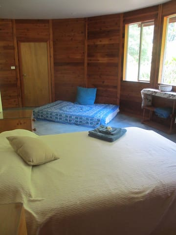 Spacious room for Spirit Festival - Wilsons Creek - House