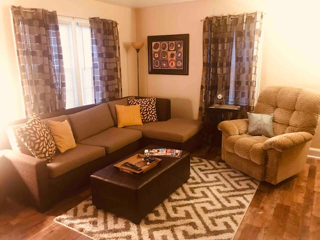 3 BR. Steps from Churchill Downs and Derby Museum
