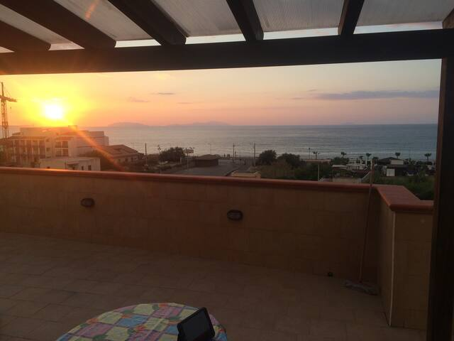 Bilocale con terrazza vista mare - Villafranca Tirrena - Lägenhet