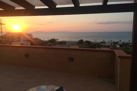 Bilocale con terrazza vista mare - Villafranca Tirrena
