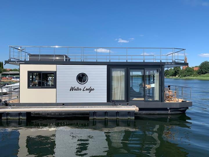 Wohnen auf dem See im festliegenden Luxus-Hausboot