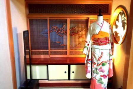 日本伝統家屋!2階全部屋貸切7名まで可!2階にキッチン、洗面所、トイレ有!Wi-Fi、無料駐車場有!