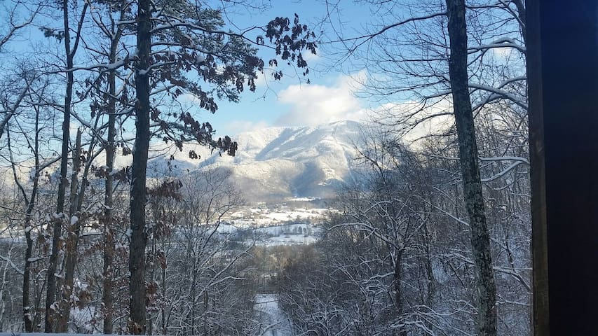 Sleep in the Clouds Mountain Cabin - Sevierville - Cottage