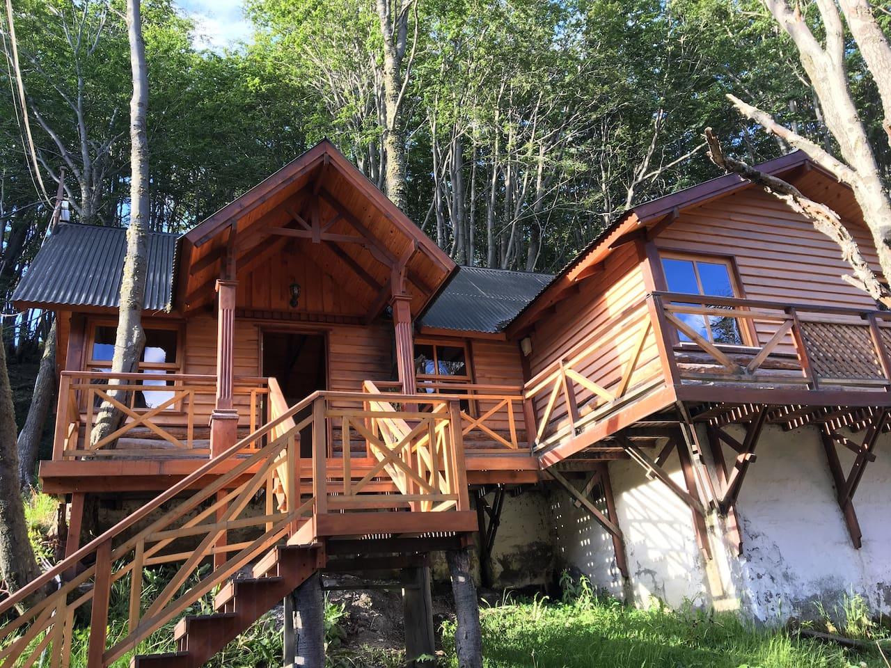 Cabaña dentro del bosque fueguino, para 4 personas, ideal para descansar en un lugar seguro y natural.