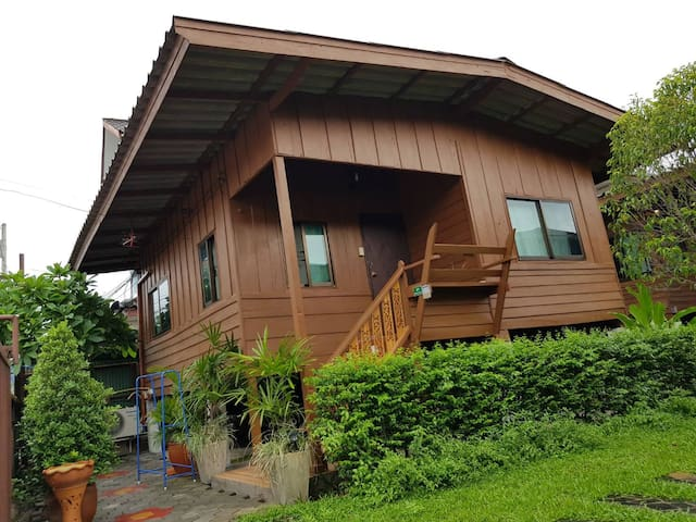 Cozy Stay in Old Town ,Chiangmai (Bungalow 1)