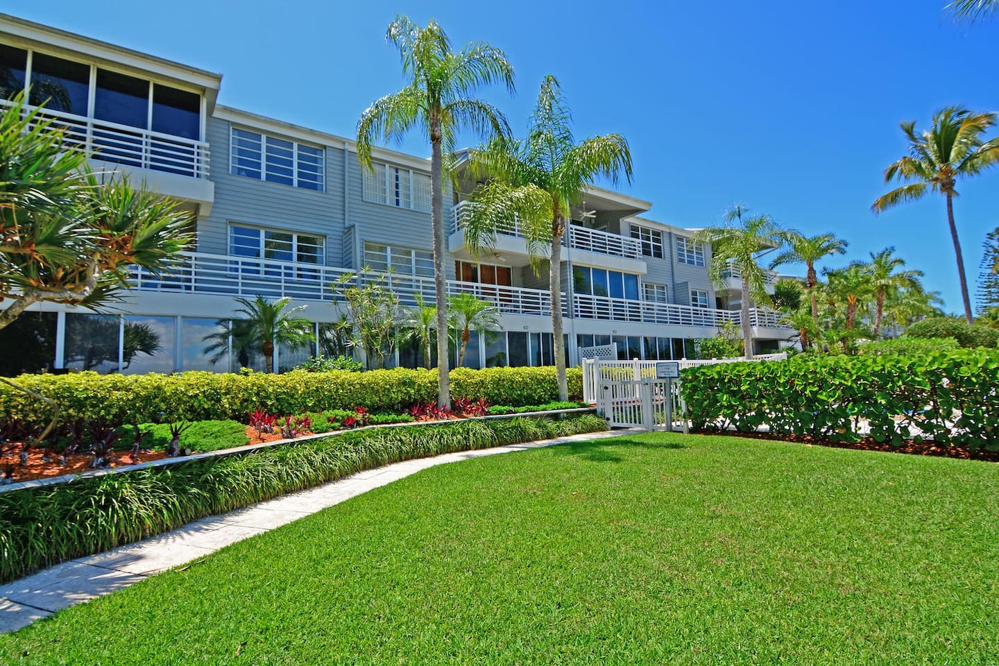 Longboat Key Waterfront Condo #212 - Condominiums for Rent in ...