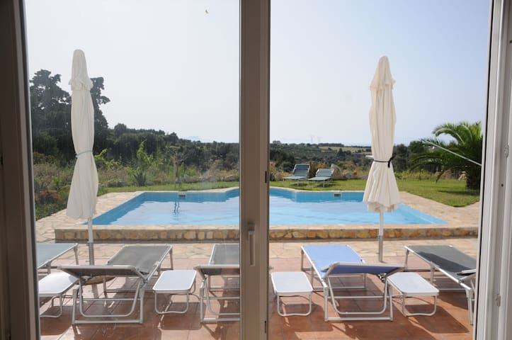 Large villa with pool (mostly) all to yourself - Rethimno - Apartment
