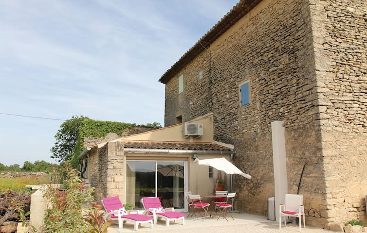Semi-Detached with 1 room on 35 m² in Cabrieres D´Avignon