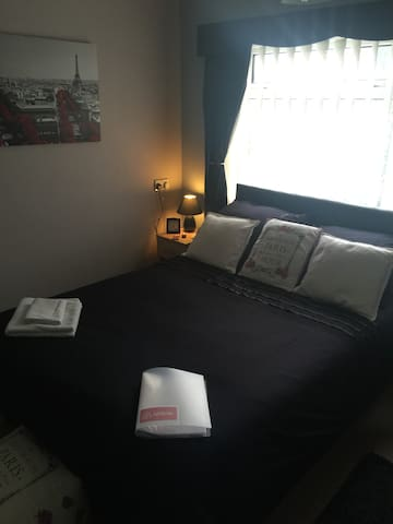 1 double room with all amenities, peaceful, Room 2 - Middlesbrough - House