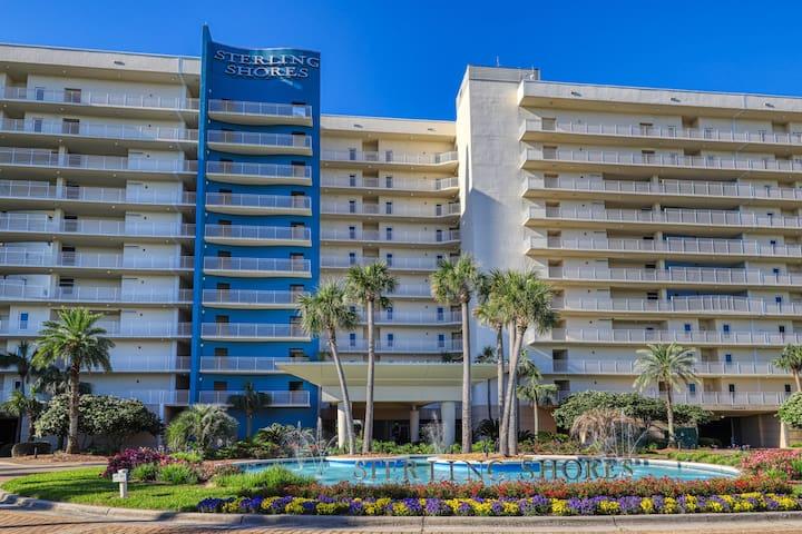 Sleek beach condo w/ private balcony & gulf access - shared swimming pool!