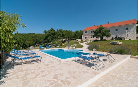 Nice home in Cista Provo with Outdoor swimming pool and 5 Bedrooms
