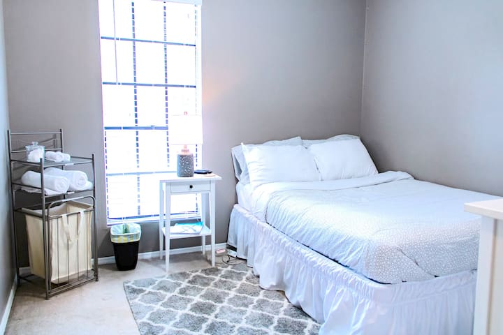 Cozy Kennesaw Minimalist Styled Home Room #3