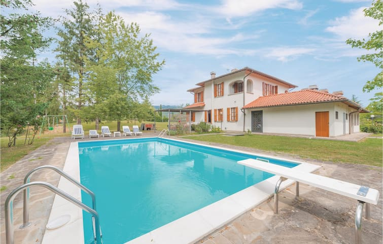 Holiday cottage with 4 bedrooms on 300 m² in Vicchio di Mugello FI