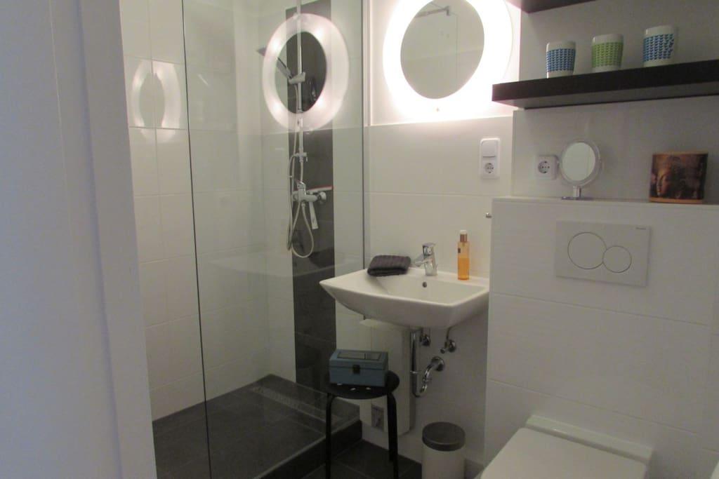 Bad 1 mit Dusche/WC