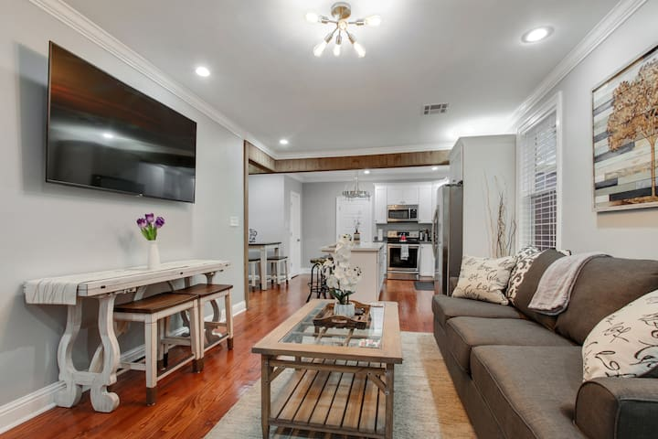 Tranquil, Clean Luxury Home | Near Lake, 3mi to FQ
