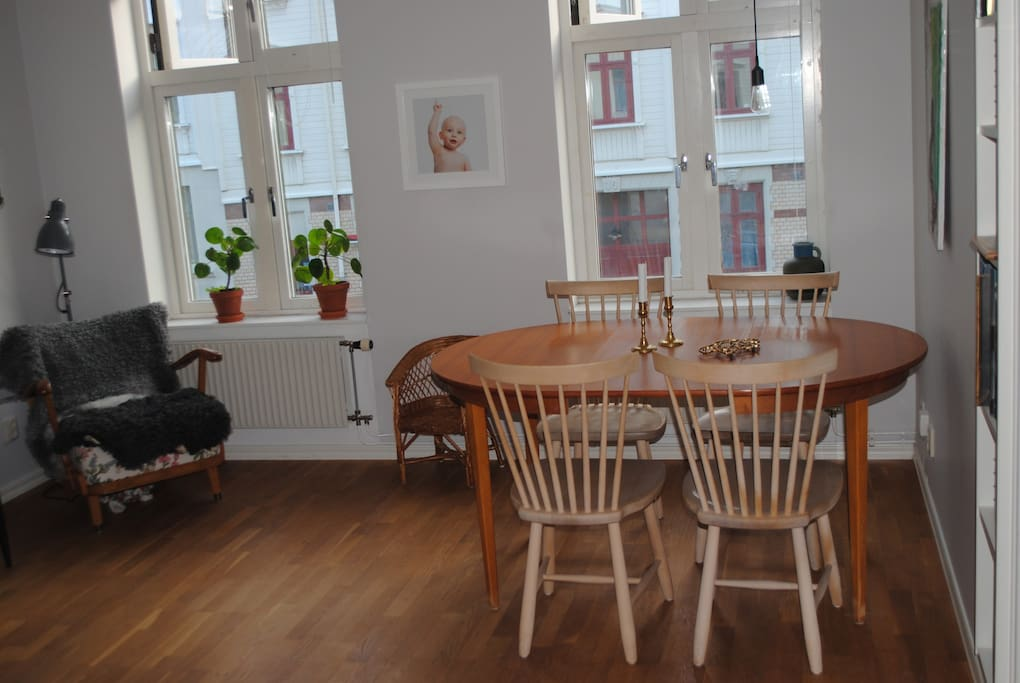 Matplats i vardagsrummet