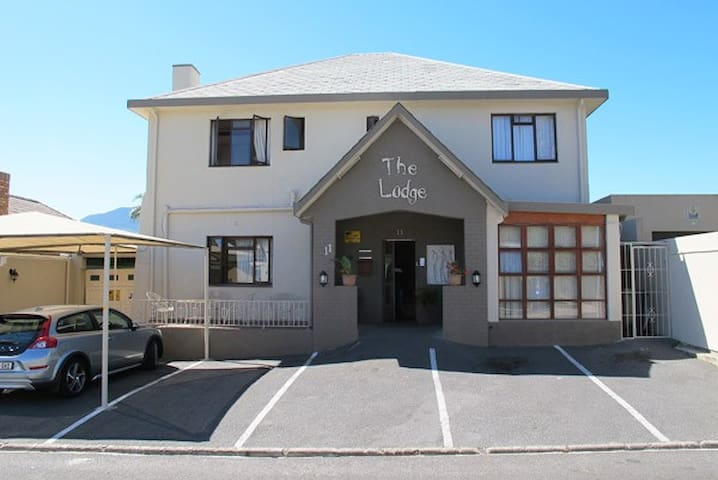 The Lodge, charming guesthouse/house @ Strand. - เคปทาวน์ - วิลล่า