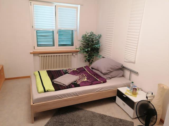 Ruhiges und zentrales Gästezimmer