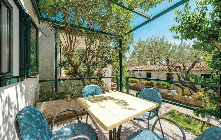 Holiday cottage with 1 bedroom on 40 m² CDR178