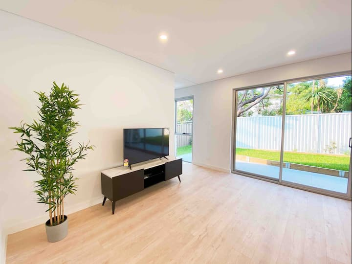 Spacious townhouse in Miranda, brand new interior!