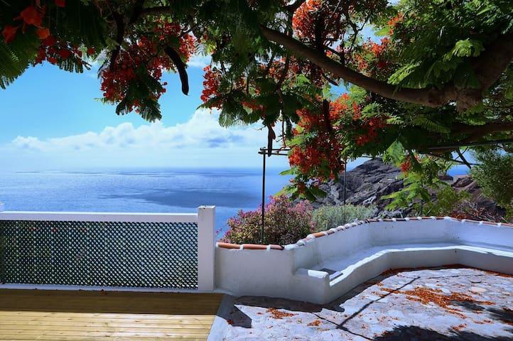 Casa Canaria al borde del Atlántico -Alojera - Alojera - Huis