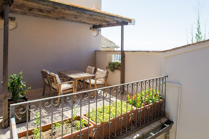 Terrazza Nizza, wonderful terrace on the Langhe - Novello - Casa