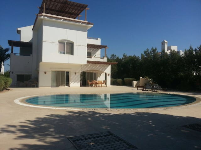 "Nice 4 bedrooms villa available for Sandbox ""E"""