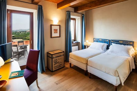 Charming double bedroom @ Locanda in Cannubi - Barolo