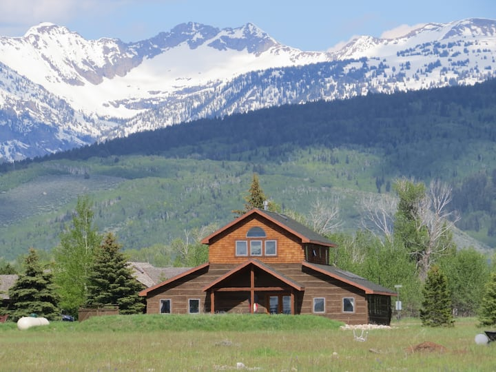 Teton Timber House with Hot Tub
