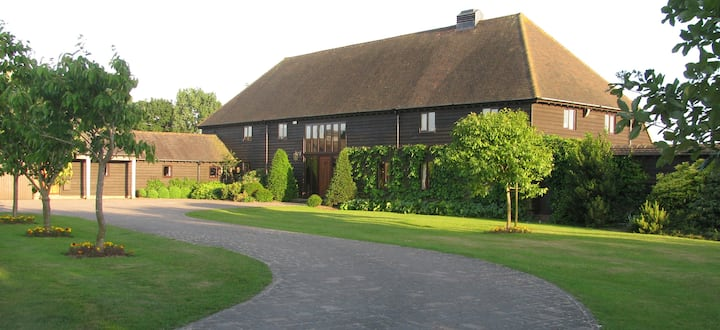 200 year old Converted Barn, 6m South of Goodwood