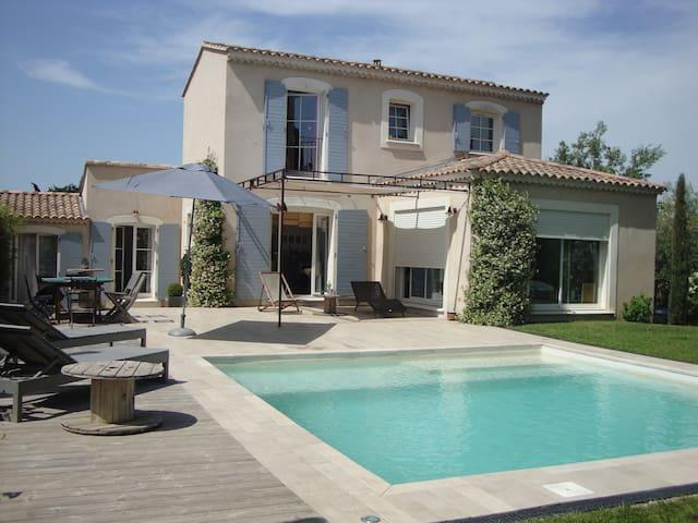 Charmante Villa avec Piscine - Noves - Noves - Huis