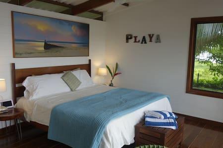 Sea Dreams Beach-Front Bungalow - Bocas del Toro Province