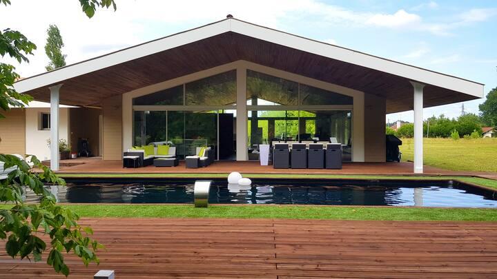 Grande Villa avec piscine dans propriété arborée
