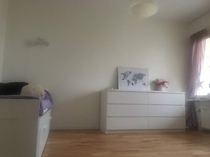 Big room with balcony 5 min to the station & 18cit
