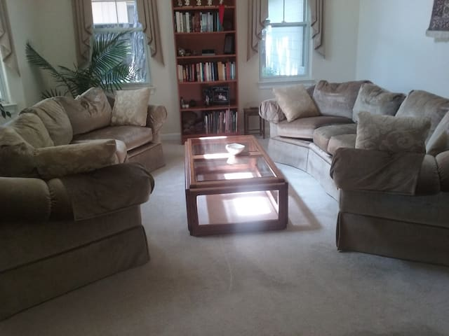 Luxury couch in gorgeous house in cul-de-sac
